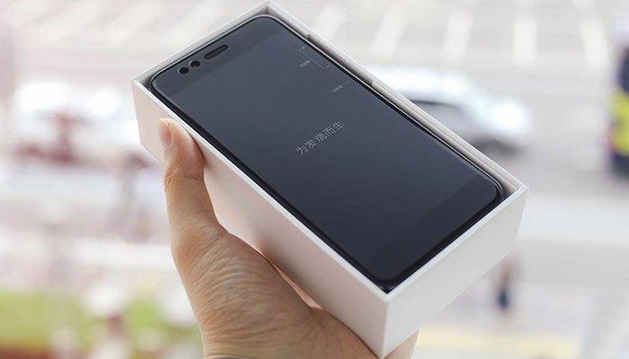 """""""Đập hộp"""" điện thoại Xiaomi Mi 5X"""