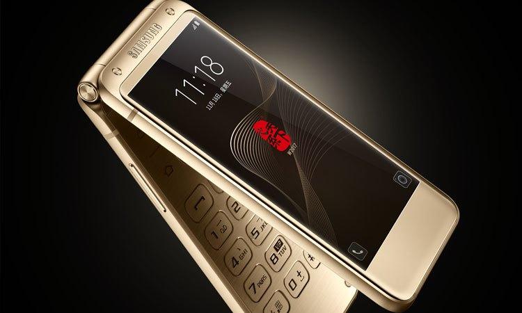 Điện thoại được trang bị cả bàn phím cứng để người dùng thuận tiện hơn khi thao tác