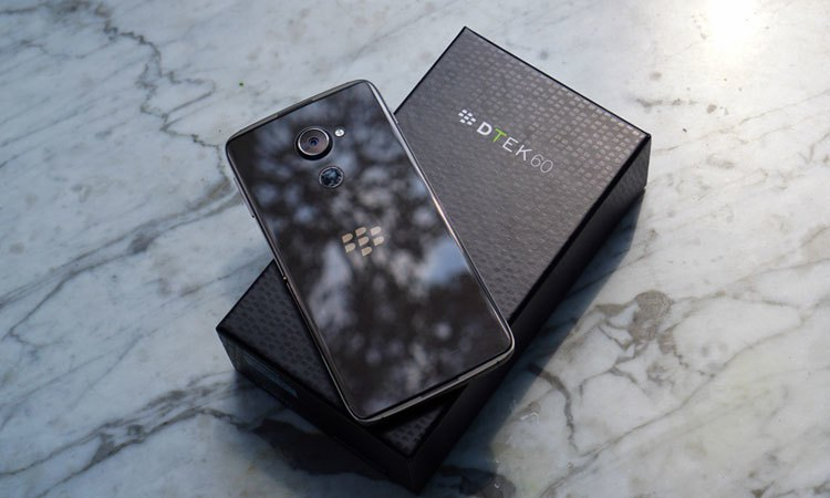 Điện thoại BlackBerry DTEK60 có mặt lưng cảm ứng vân tay một lần