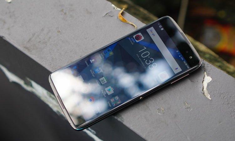 Camera trước điện thoại BlackBerry DTEK60 độ phân giải 8MP