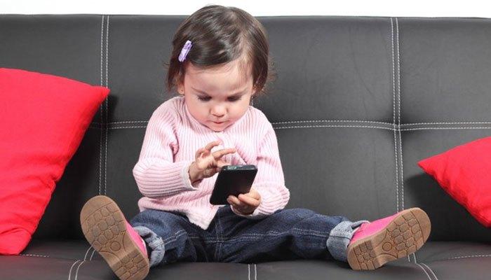 Liệu rằng trẻ em có nên dùng điện thoại?