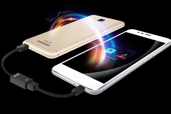 Bạn có thể dùng ASUSZenfone 3 Max để sạc ngược cho điện thoại khác