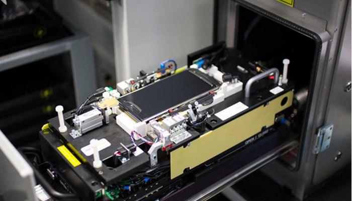 Kiểm tra kỹ càng tại quy trình sản xuất điện thoại Vertu