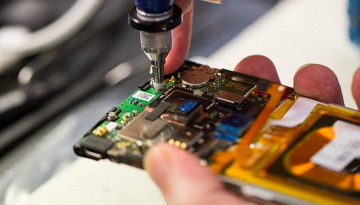 Con ốc vít khá quan trọng trong quy trình sản xuất điện thoại Vertu