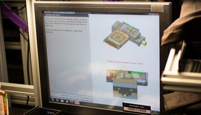 Màn hình kiểm tra quy trình sản xuất điện thoại Vertu