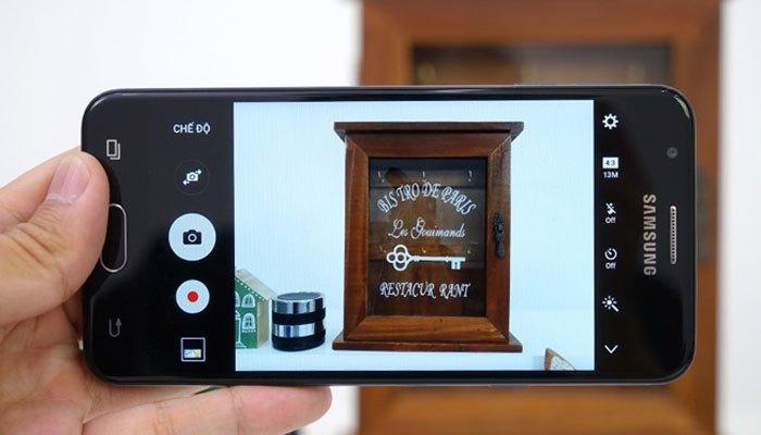 Điện thoại Samsung J5 Prime có camera 13MP