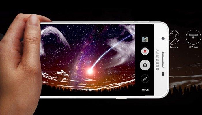 Một chiếc điện thoại tầm trung với khả năng chụp ảnh tuyệt vời sẽ giúp nửa kia của bạn thích thú
