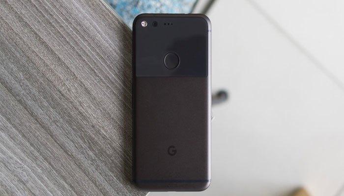 Điện thoại Google Pixel có thiết kế so sánh với iPhone 7