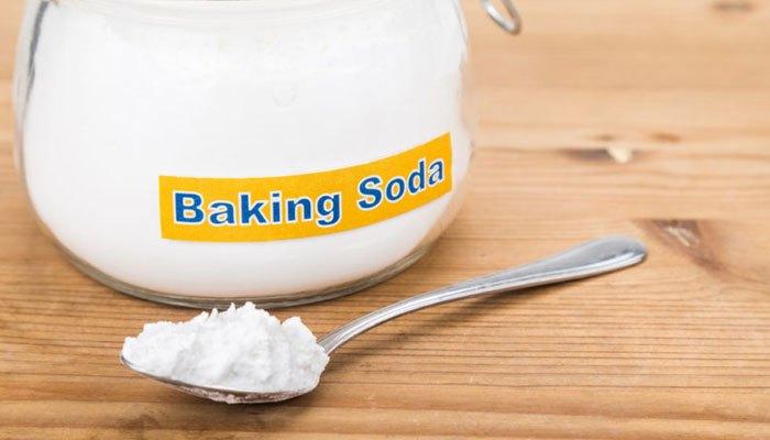 Hỗn hợp banking soda trộn với nước sẽ giảm đáng kể vết xước trên màn hình điện thoại