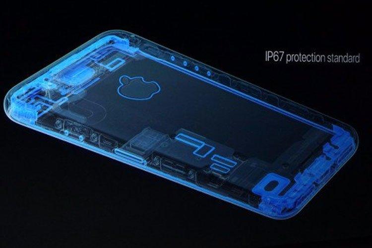 Với tiêu chuẩn IP67, bạn có thoải mái sử dụng smartphone mọi lúc mọi nơi, thách thức mọi thời tiết