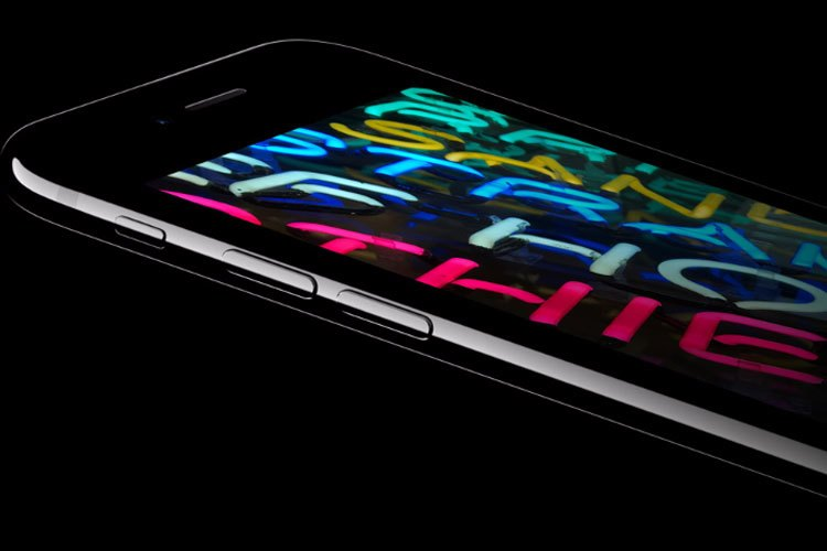 iPhone 7 và iPhone 7 Plus được trang bị màn hình Rentina