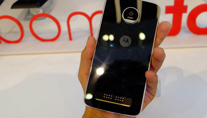 Điện thoại Moto Z Play mang lượng pin lên đến 3510mAh