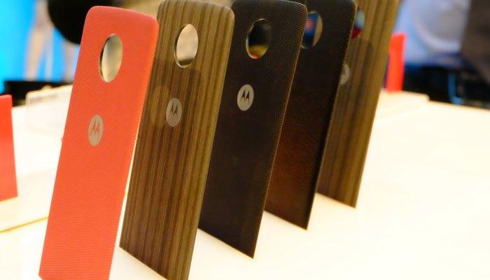 Những chiếc nắp lưng độc đáo Moto Mods của hãng Lenovo cho bộ đôi điện thoại mới của mình