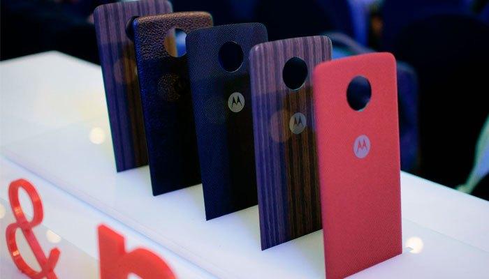 Nắp lưng của Lenovo đem lại sự sang trọng cho điện thoại