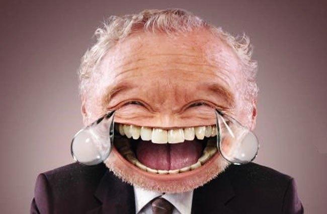 Nhìn hình bạn đã đoán ra được emoji gì chưa nào? Hẳn là cười ra nước mắt và được bonus thêm hàm răng đều như bắp của chú lừa trong phim Shrek.