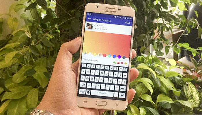 Đăng status trên điện thoại cho màu sắc