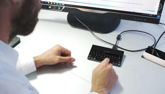 Ockel Sirius A được trang bị bàn phím và chuột ảo giống Continuum của Windows Phone