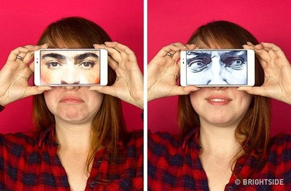 Kết hợp hình ảnh của một người khác hiển thị trên smartphone cũng là cách giúp tạo hình ảnh ấn tượng.