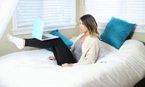 """Nằm chơi máy tính, """"nấu cháo"""" điện thoại có thể giảm cân"""