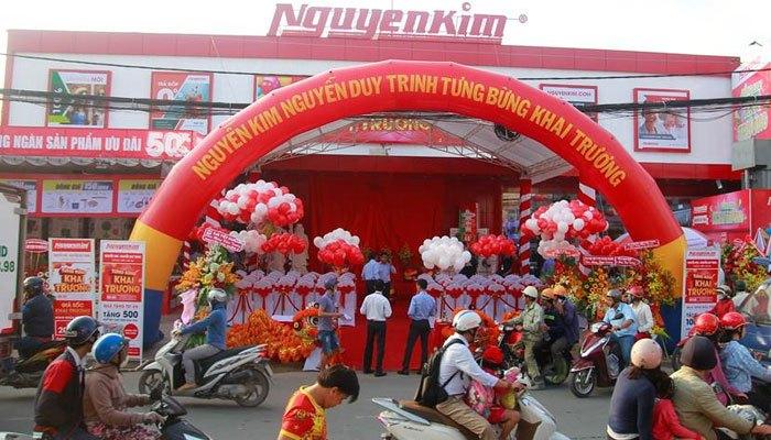 Nguyễn Kim Nguyễn Duy Trinh thu hút được nhiều người chào đón