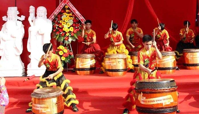 Nguyễn Kim khai trương hoành tráng với nhiều tiết mục biểu diễn