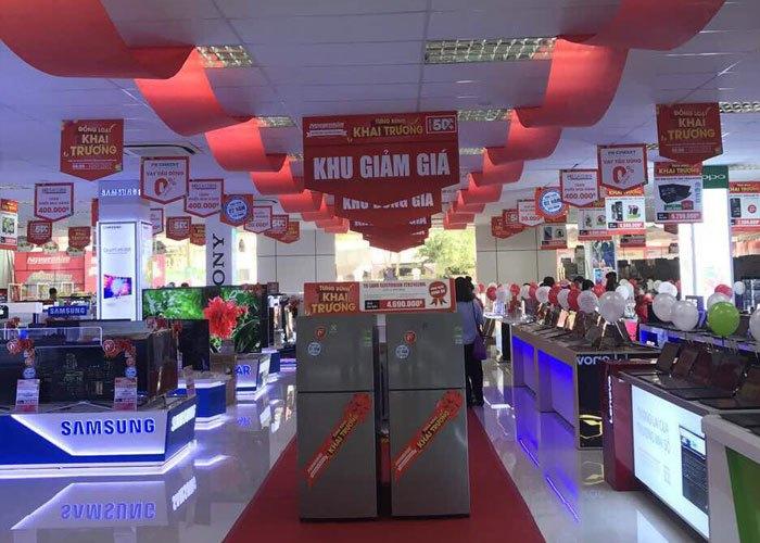 Khu giảm giá nằm giữa trung tâm đại sảnh Nguyễn Kim
