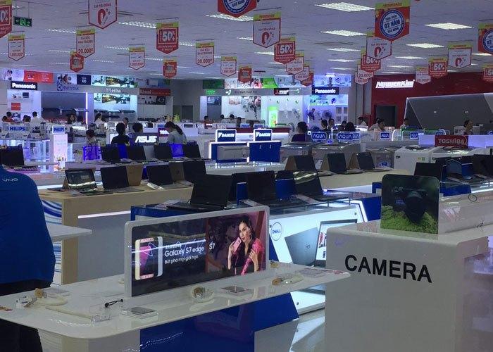 Khách mua hàng nhộn nhịp tại Nguyễn Kim