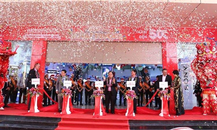 Trung tâm mua sắm Nguyễn Kim Thanh Hóa chính thức khai trương, quan khách vui vẻ chúc mừng