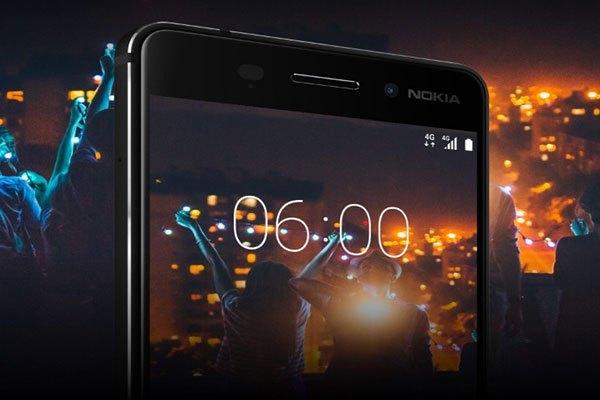 Camera sau của điện thoại Nokia 6 với đèn flash kép cho bạn khả năng bắt trọn mọi khoảnh khắc vui chơi bên bạn bè ở mọi môi trường ánh sáng