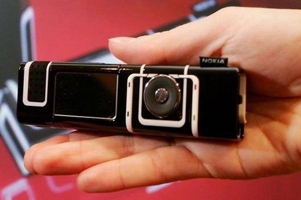 Bạn có thích chiếc điện thoại hình thỏi son như Nokia 7280