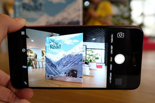 Camera luôn là điểm nổi bật nhất trên hầu hết sản phẩm điện thoại của OPPO và OPPO F3 màu đỏ cũng không ngoại lệ