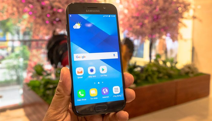 Vẻ ngoài của điện thoại Galaxy A5 2017 vô cùng sang trọng