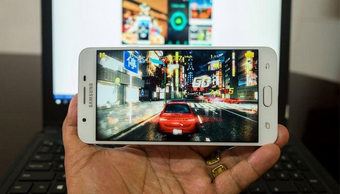 Dùng điện thoại Samsung Galaxy J7 Prime chơi game thì tuyệt khỏi bàn rồi!