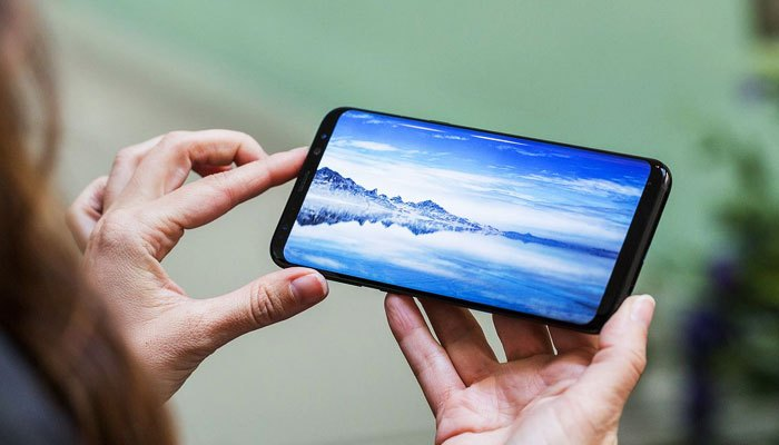 Màn hình vô cực của điện thoại Galaxy S8 đem lại trải nghiệm tốt