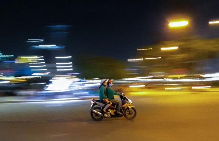 Điện thoại Galaxy J7 Pro bắt chuyển động nhanh trong đêm quá tuyệt