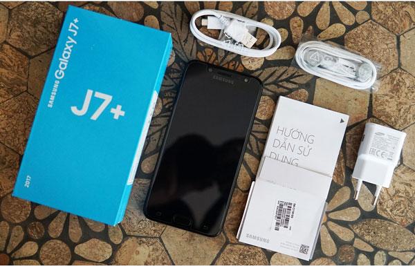 Bên trong hộp là điện thoại, cáp sạc, củ sạc, sách hướng dẫn, tai nghe, que chọc SIM