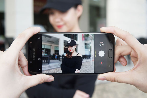 camera chụp đẹp lung linh là thế mạnh của chiếc Galaxy J7+