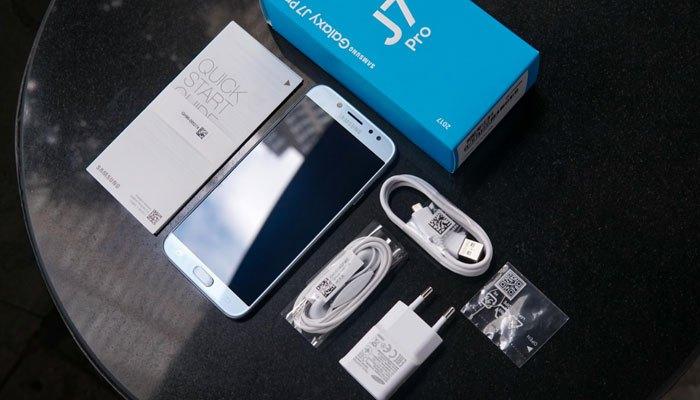 """""""Nhân vật chính"""" Galaxy J7 Pro và phụ kiện đi kèm điện thoại"""