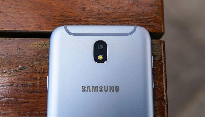 Dải ăng-ten hình chữ U tạo nên sự khác biệt của Galaxy J7 Pro so với các chiếc điện thoại khác