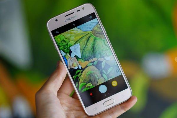 Thiết kế kim loại nguyên khối tạo nên nét sang trọng cho điện thoại Galaxy J3 Pro