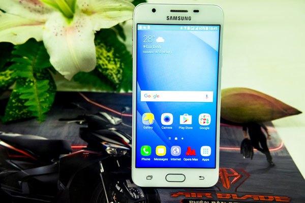Điện thoại Galaxy J7 Prime vẫn được trang bị 3 nút đặc hữu truyền thống như những đàn anh trước