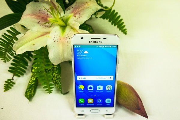 Điện thoại Galaxy J7 Prime sờ hữu màn hình 5 inches