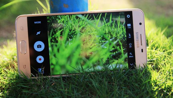 Cả camera trước và sau điện thoại Galaxy J7+ đều mang đến những hình ảnh chất lượng cao