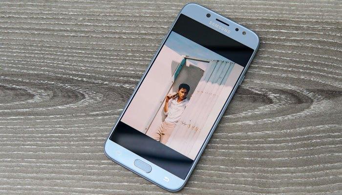 Điện thoại Galaxy J7 Pro Xanh ánh bạc được nhiều người lựa chọn