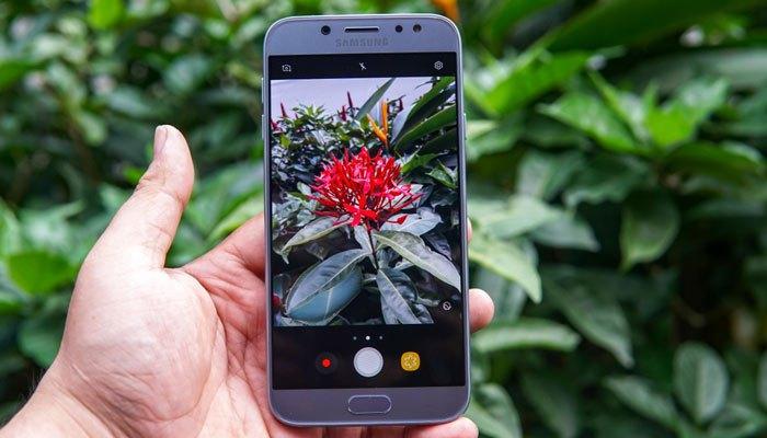 Cả camera trước và sau của điện thoại Galaxy J7 Pro đều có độ phân giải 13MP