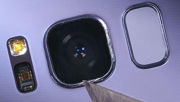 Và kết quả camera điện thoại Galaxy S8 vẫn vẹn nguyên không vết trầy