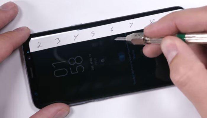 Thử làm trầy màn hình điện thoại Galaxy S8