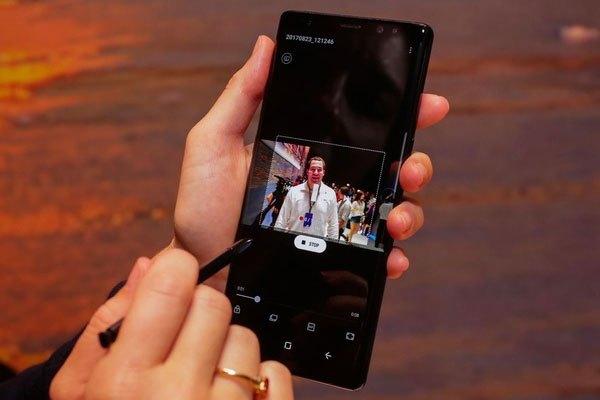 Kế thừa tính năng từ mẫu tiền nhiệm Galaxy Note 7, Note 8 cho phép người dùng tạo một ảnh GIF động từ video.