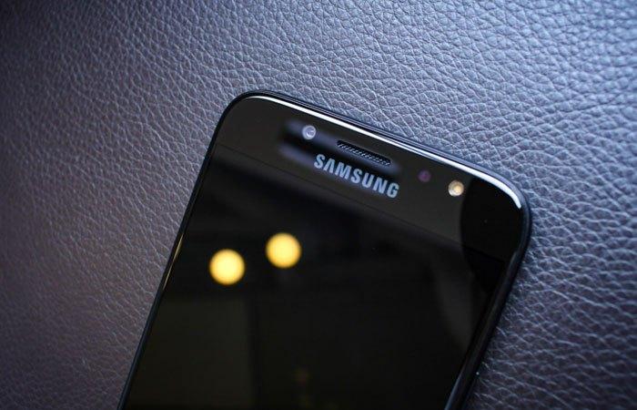 Camera trước điện thoại Galaxy J7 Pro độ phân giải 13MP kèm đèn LED Flash