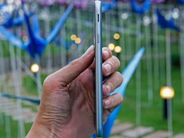 Điện thoại Galaxy J7 Pro thiết kế kim sang trọng, bắt mắt thu hút ánh nhìn